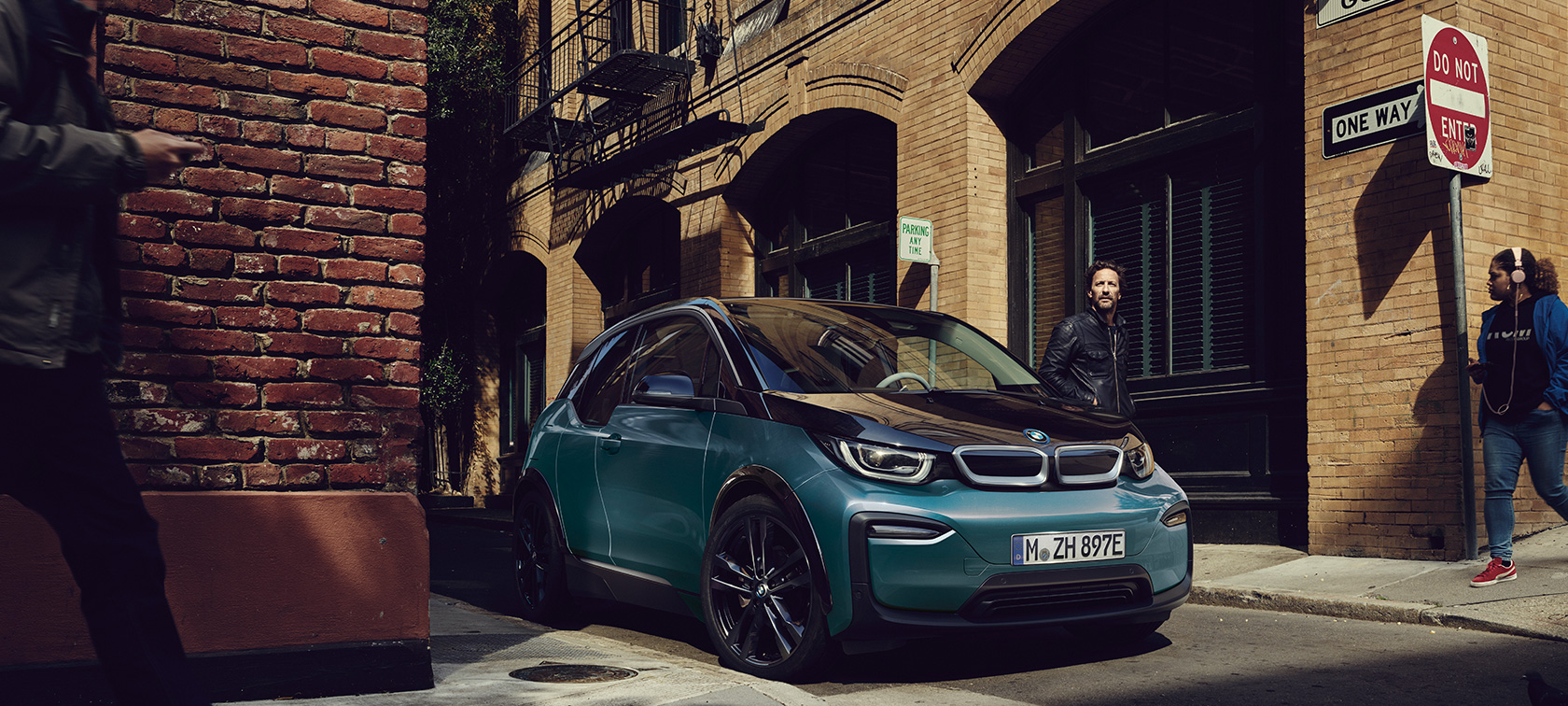 BMW i3 I01 2018 Jucaro beige with Frozen Grey metallic highlight three-quarter front view parking in urban setting