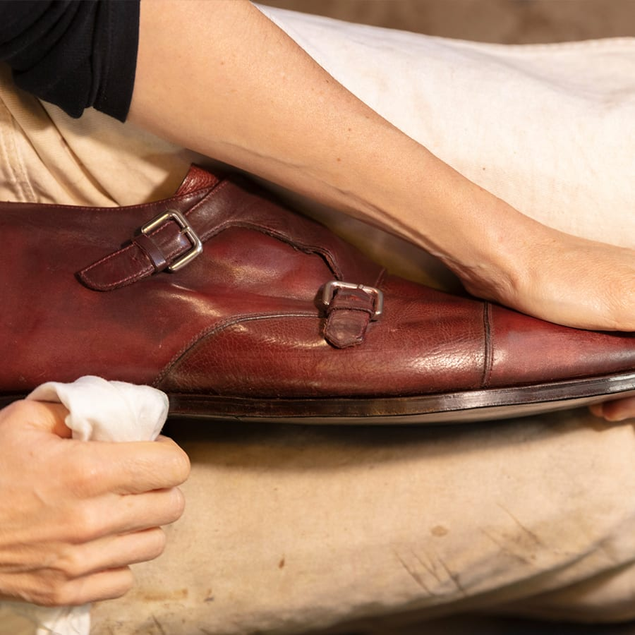 Handmade shoes: Luxurious Mobility from the City with No Cars